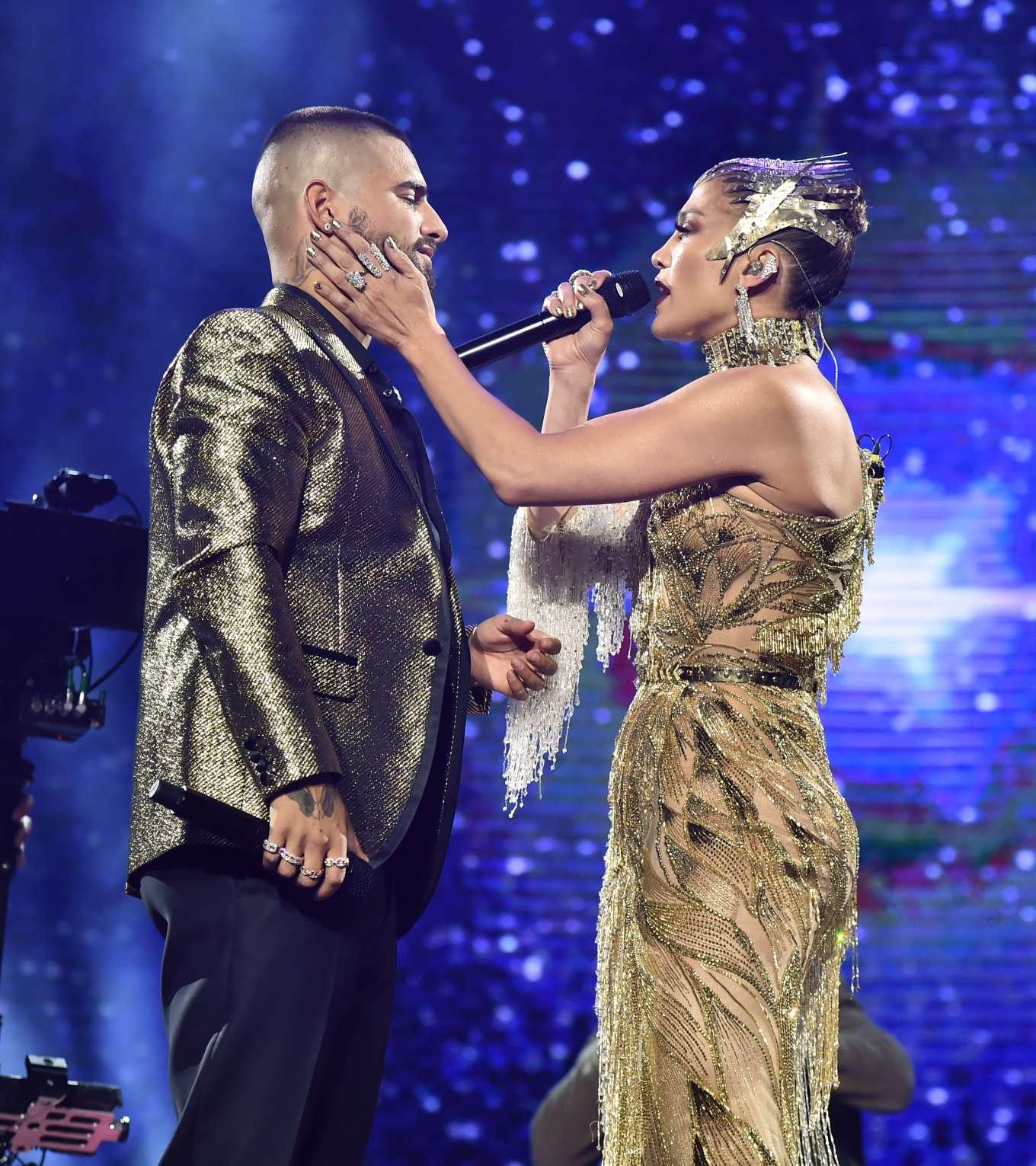 Jennifer Lopez 2019 : Jennifer Lopez joins Maluma onstage at Madison Square Garden-02