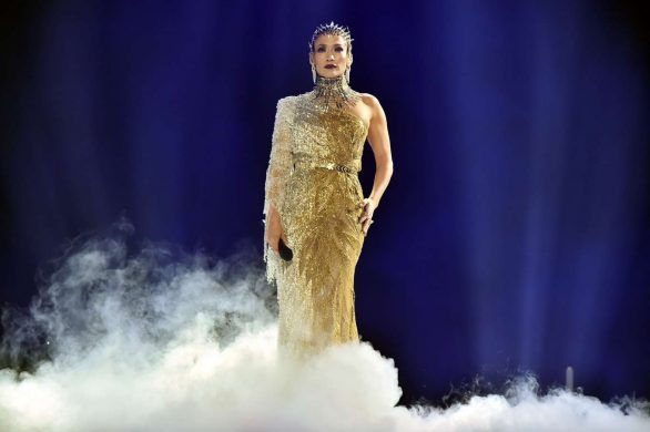 Jennifer Lopez 2019 : Jennifer Lopez joins Maluma onstage at Madison Square Garden-05