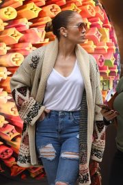Jennifer Lopez - Last Minute Christmas Shopping in Miami