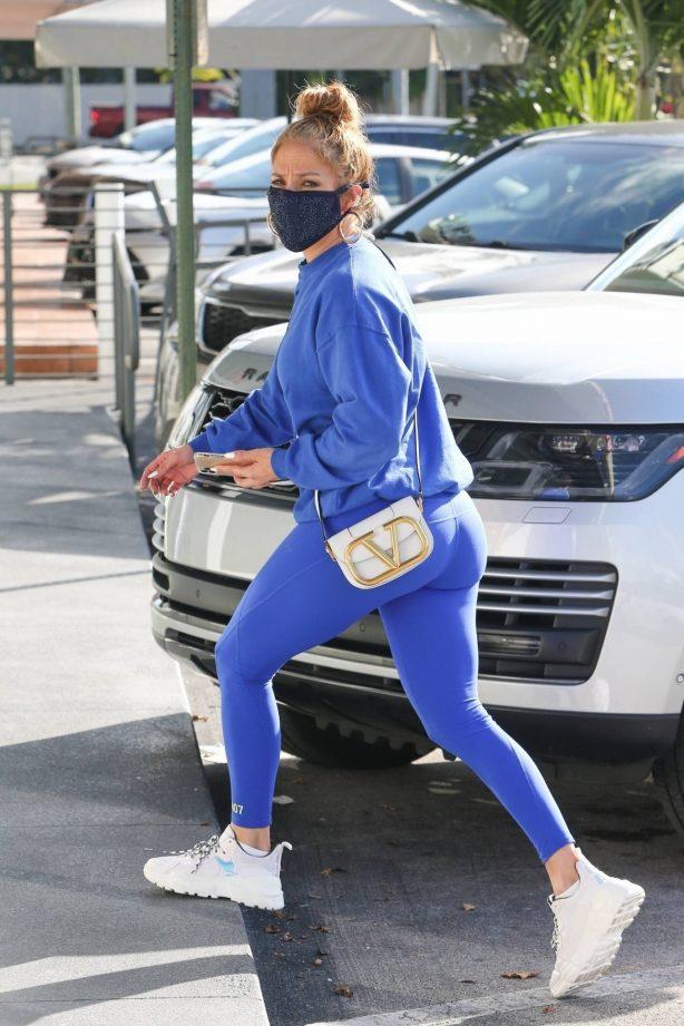 Jennifer Lopez - Last-minute Christmas shopping in Miami