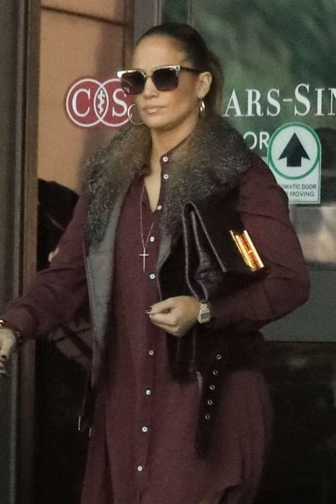 Jennifer Lopez – Leaves doctors office in Beverly Hills