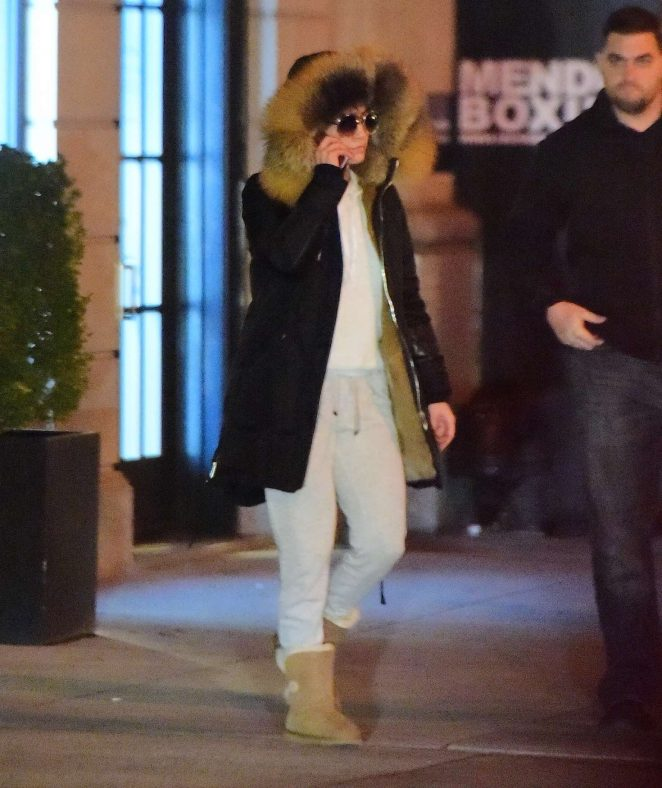Jennifer Lopez Leaves her apartment in NYC