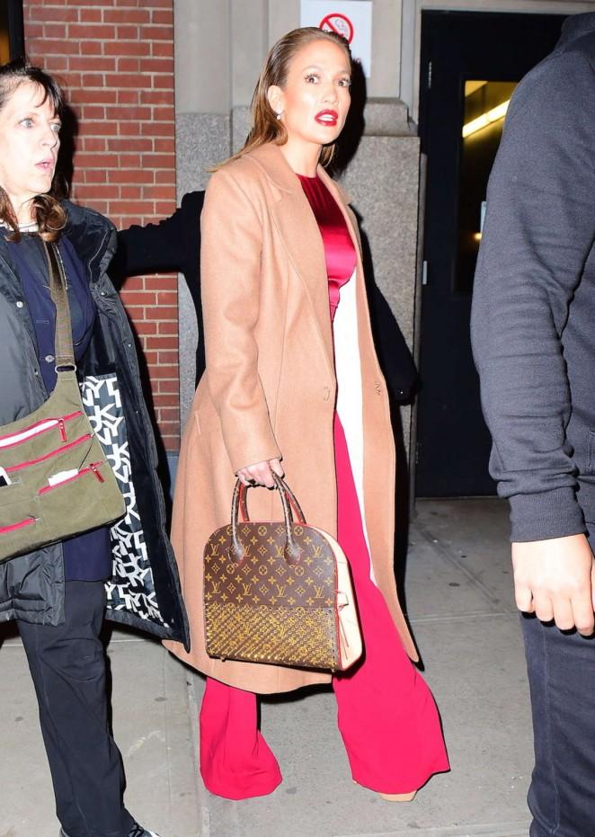 Jennifer Lopez: Leaving her apartment -04
