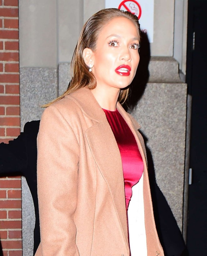Jennifer Lopez: Leaving her apartment -07