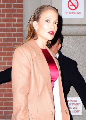 Jennifer Lopez - Leaving her apartment in New York