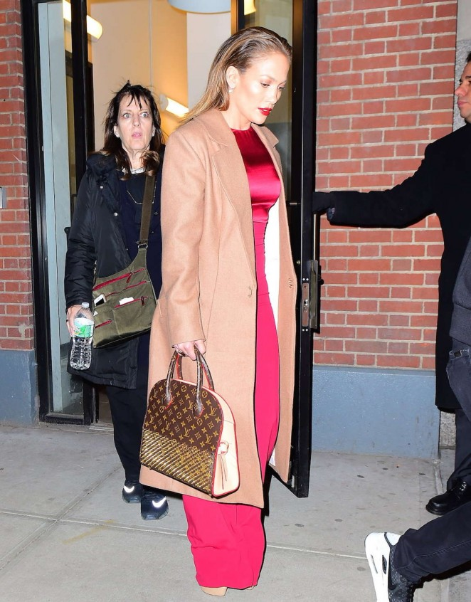Jennifer Lopez: Leaving her apartment -13