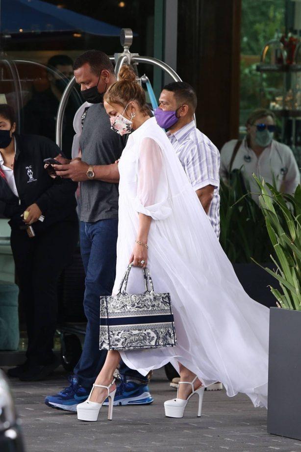 Jennifer Lopez - Leaving Mr. C Coconut Grove - The Modern Miami Luxury Hotel
