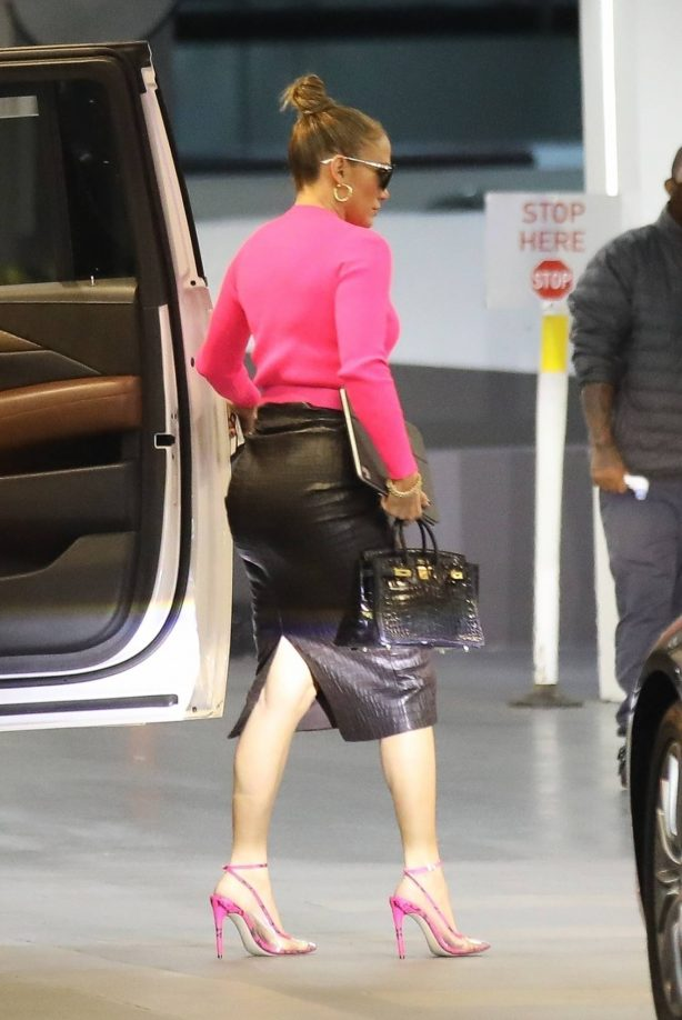 Jennifer Lopez - Look stylish while out in Beverly Hills