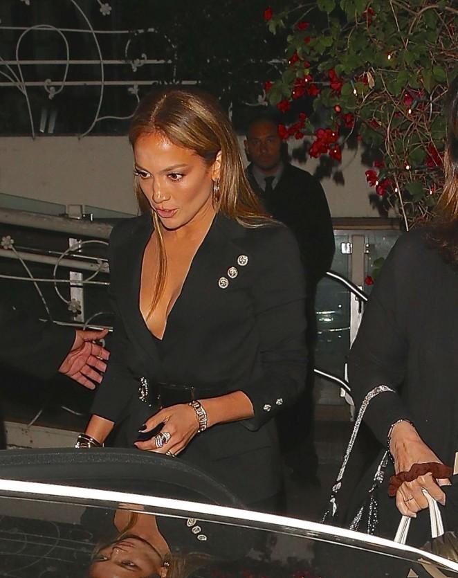 Jennifer Lopez – Madeo Restaurant in LA