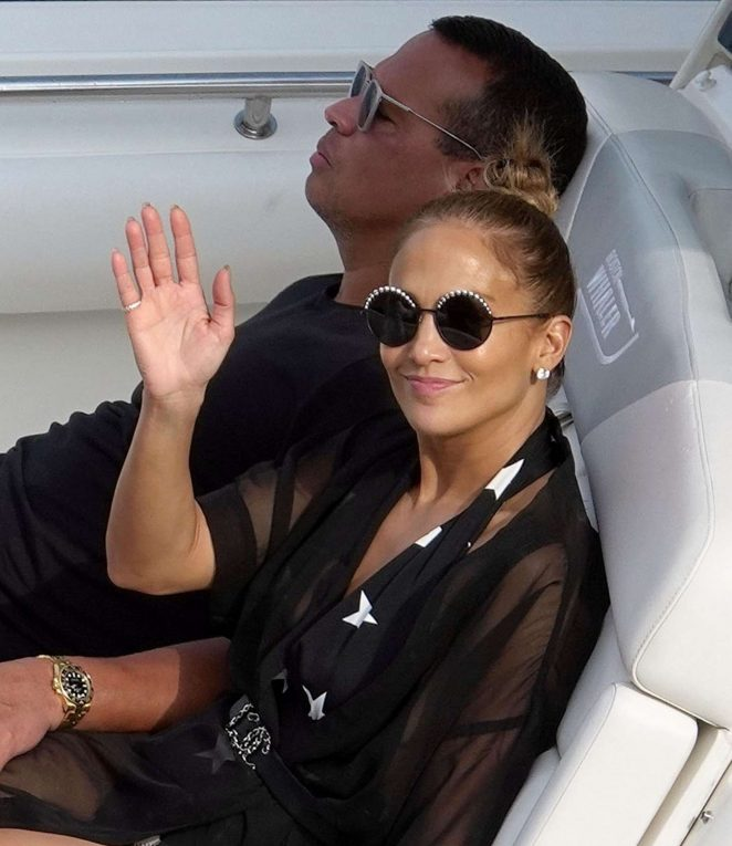 Jennifer Lopez on a boat in Capri -07