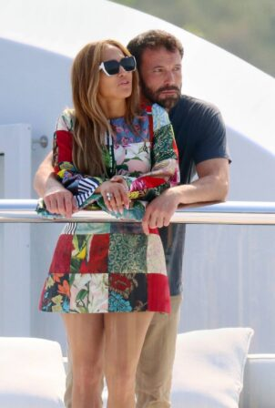 Jennifer Lopez - on a yacht in the south of France