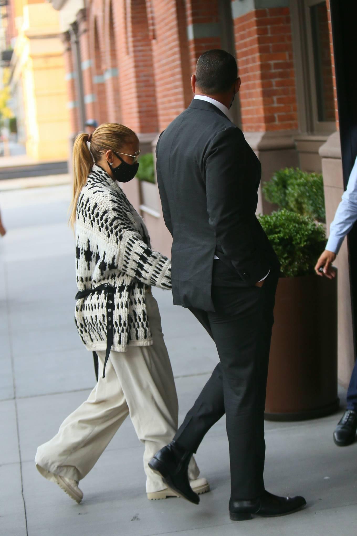 Jennifer Lopez 2020 : Jennifer Lopez – Out in Tribeca-01
