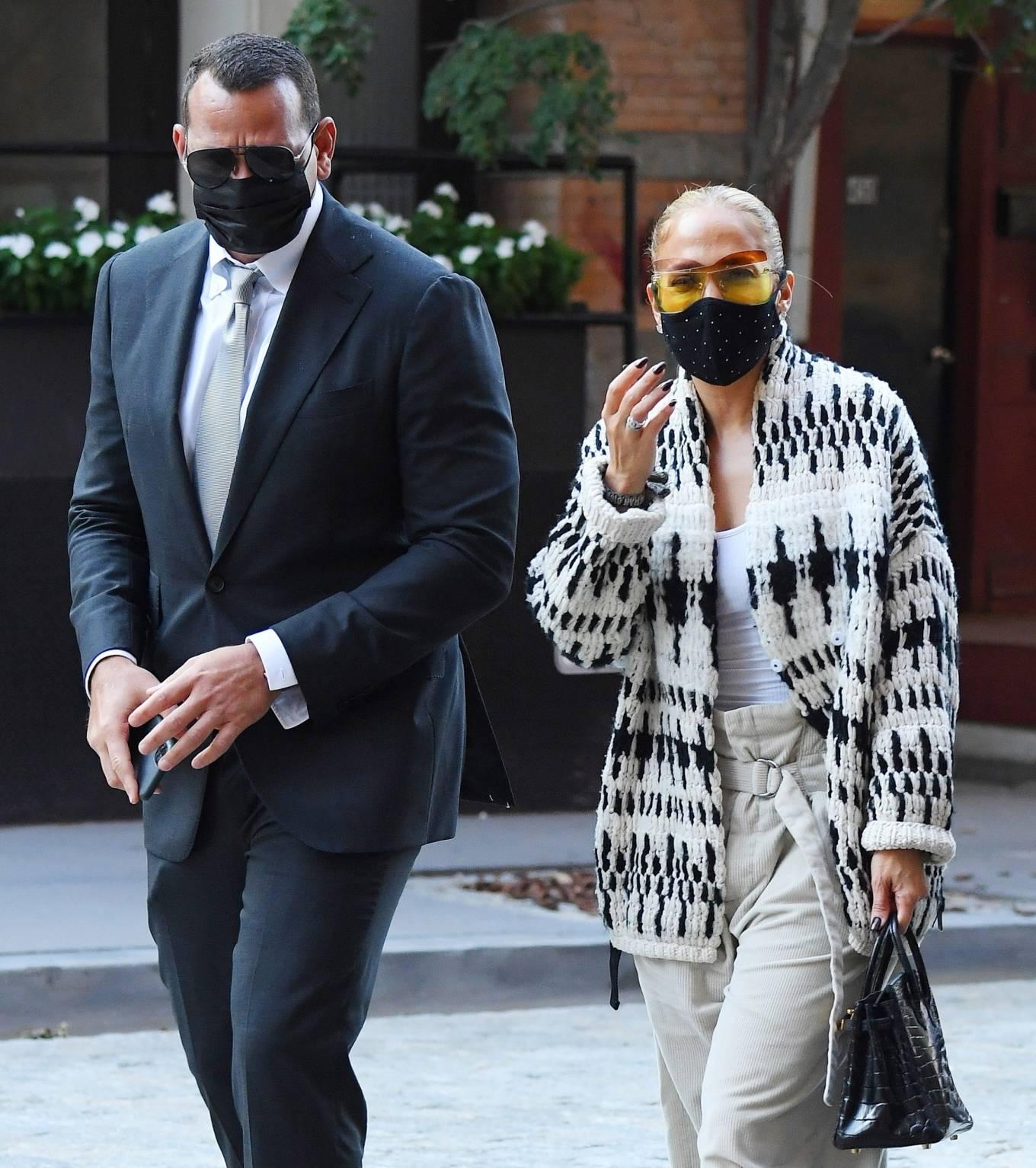 Jennifer Lopez 2020 : Jennifer Lopez – Out in Tribeca-02
