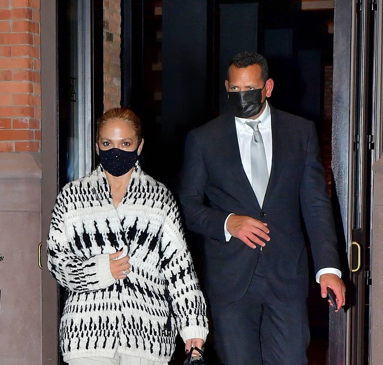 Jennifer Lopez 2020 : Jennifer Lopez – Out in Tribeca-03
