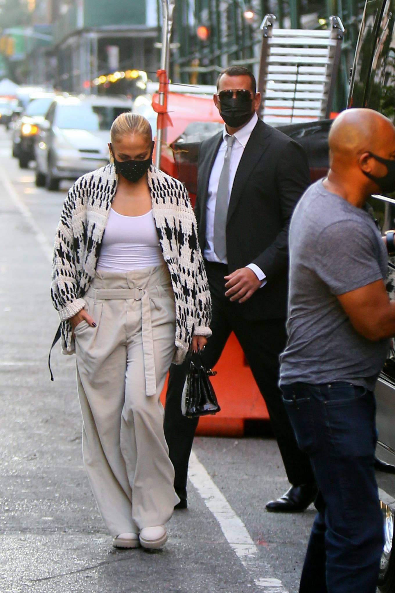 Jennifer Lopez 2020 : Jennifer Lopez – Out in Tribeca-07