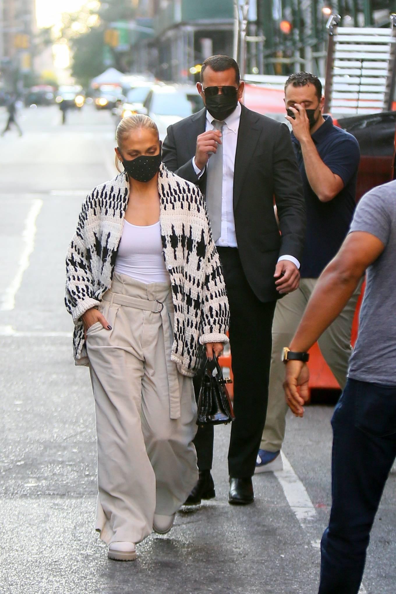 Jennifer Lopez 2020 : Jennifer Lopez – Out in Tribeca-12