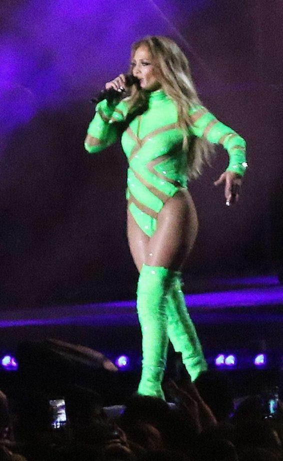 Jennifer Lopez - Performance in Fuengirola
