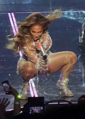 Jennifer Lopez - Performing in Las Vegas