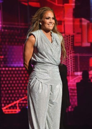 Jennifer Lopez - Performs at 2018 American Music Awards in LA
