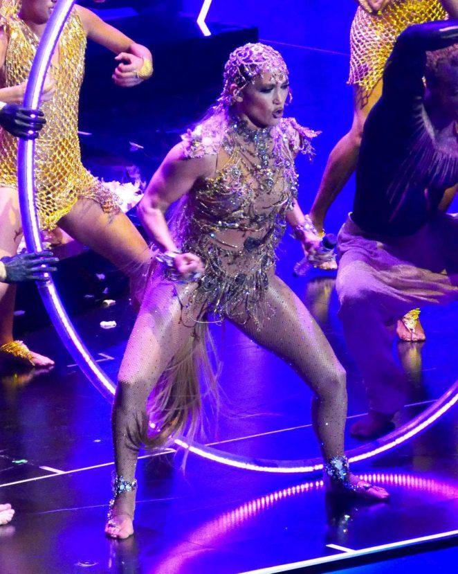 Jennifer Lopez – Performs at Billboard Latin Music Awards in Las Vegas