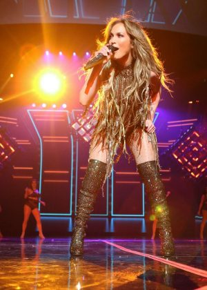 Jennifer Lopez Performs Live At Planet Hollywood In Las: where does jennifer lopez live