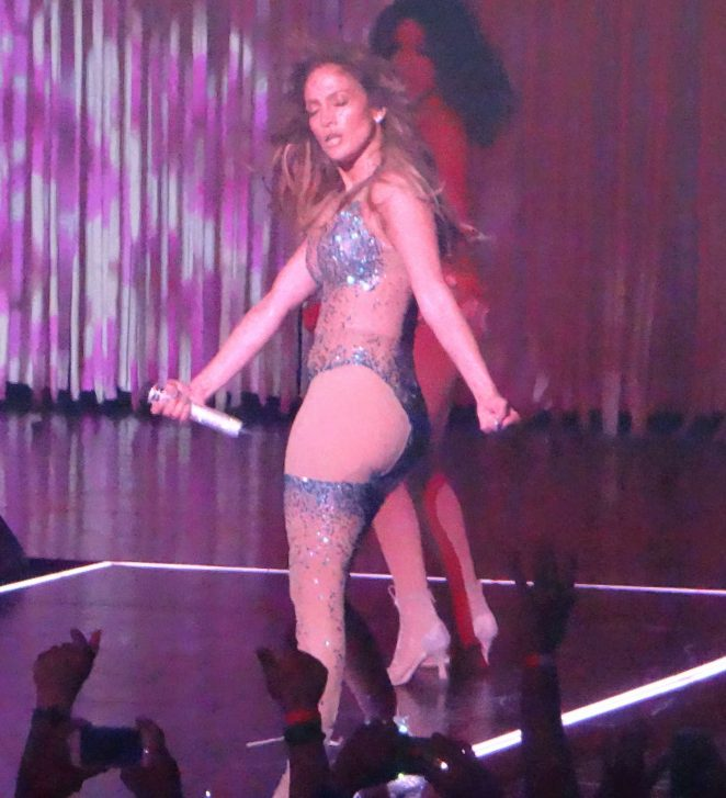 Jennifer Lopez Performs Live At Planet Hollywood 25: where does jennifer lopez live
