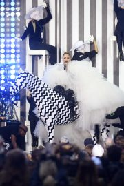Jennifer Lopez - Performs on a Horse at The Today Show in NYC