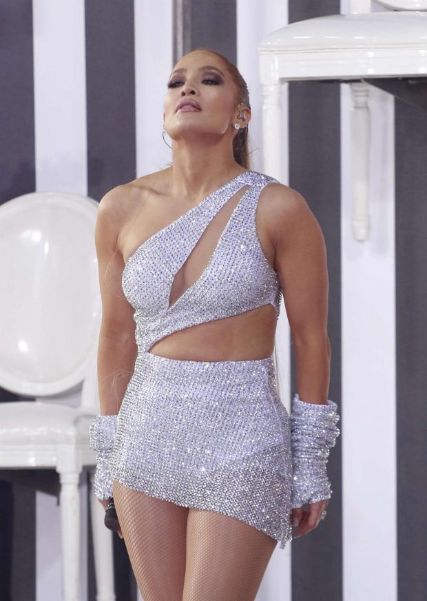 Jennifer Lopez - Performs on Today Show in New York