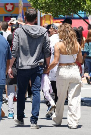 Jennifer Lopez - Pictured at Universal Studios in Los Angeles
