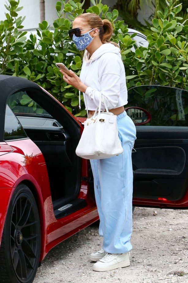 Jennifer Lopez - Seen after gym in Miami