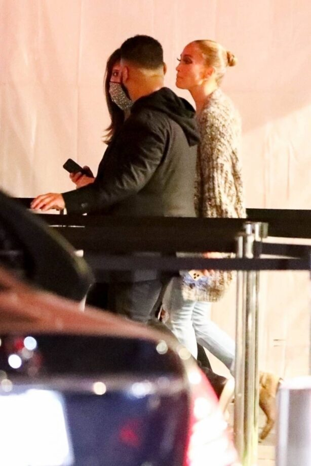 Jennifer Lopez - Seen after her performance at the Sofi stadium in Los Angeles (LQ)