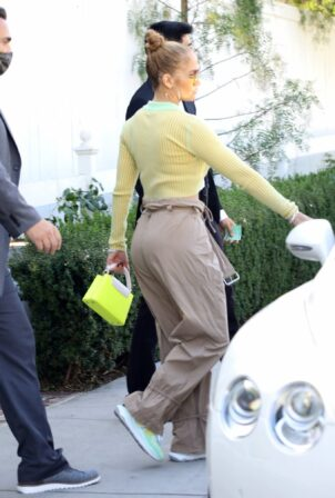 Jennifer Lopez - Seen at San Vicente Bungalows in West Hollywood