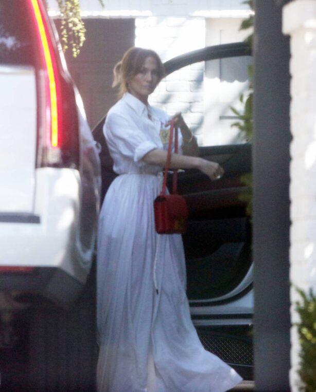 Jennifer Lopez - Seen out in Thousand Oaks