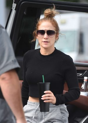 Jennifer Lopez - Seen wearing no make-up in New York City