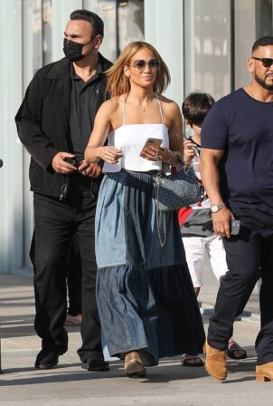 Jennifer Lopez - Seen with her son Max and manager Benny Medina in Beverly Hills