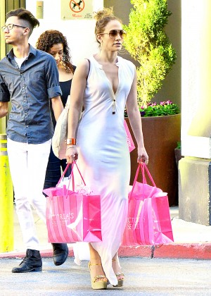 Jennifer Lopez - Shopping at Victoria's Secret in LA