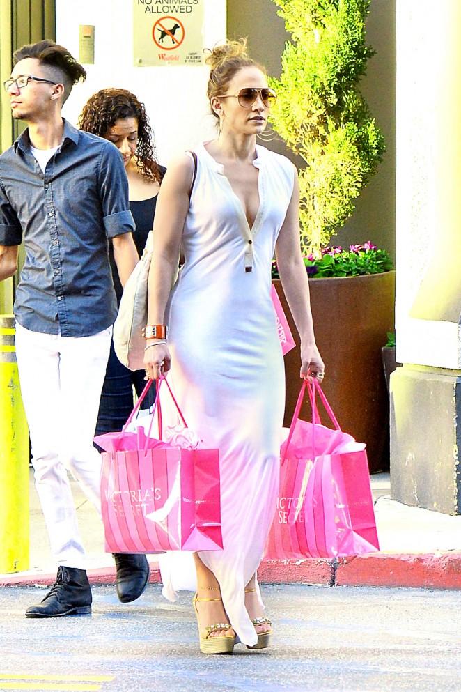Jennifer Lopez – Shopping at Victoria's Secret in LA