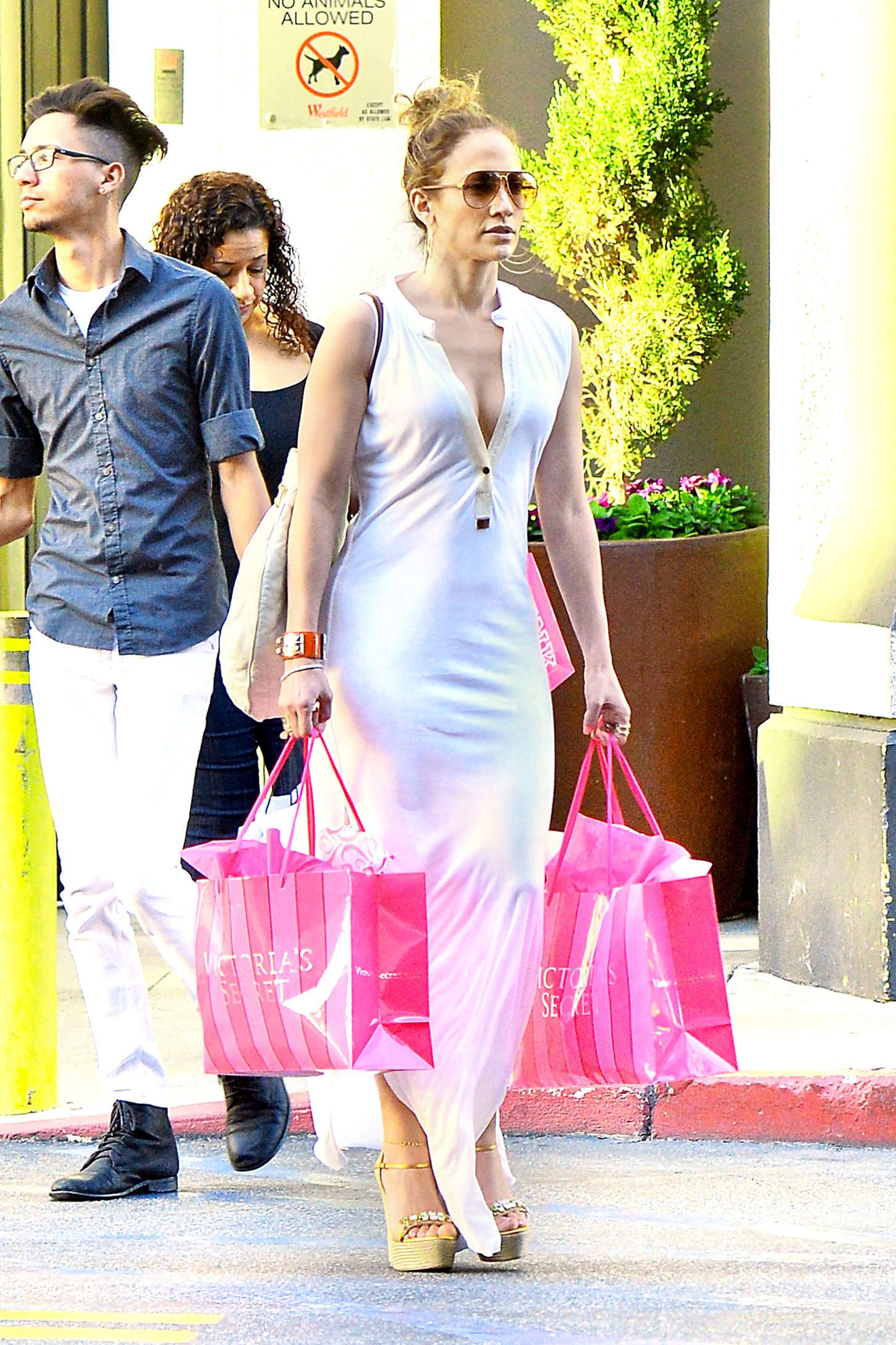 Jennifer Lopez - Shopping at Victoria's Secret in LA