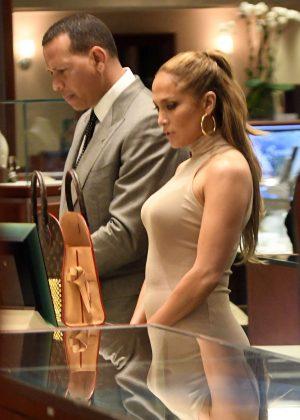 Jennifer Lopez - Shopping for jewelry in Miami