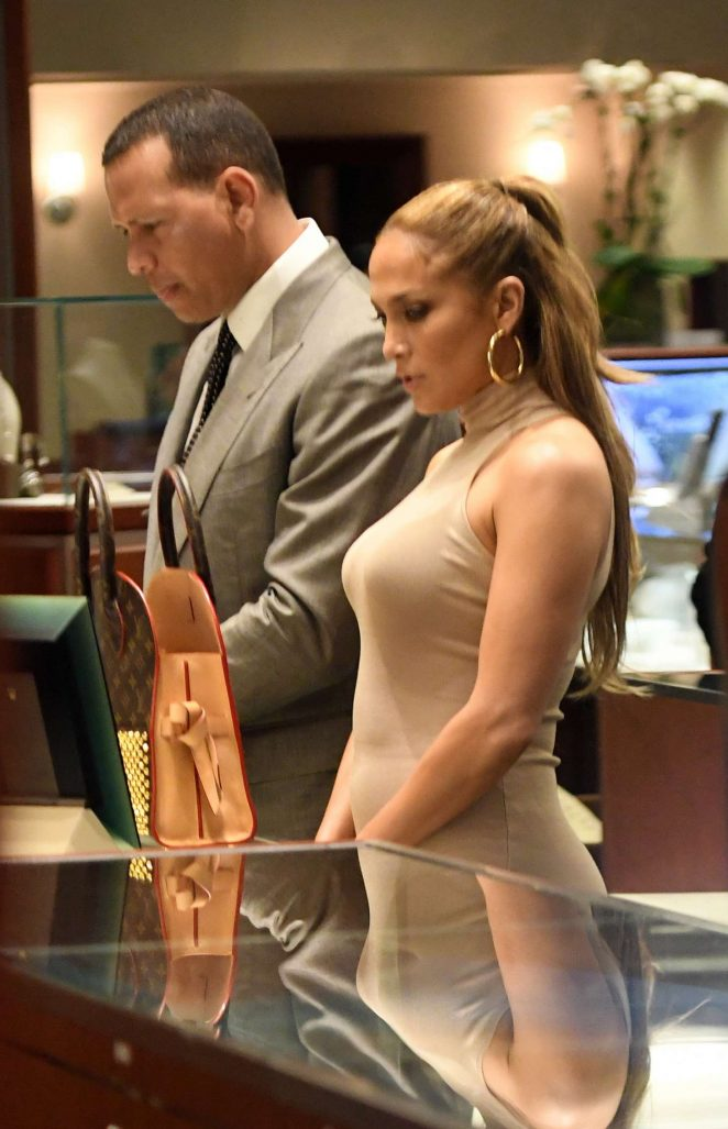 Jennifer Lopez – Shopping for jewelry in Miami