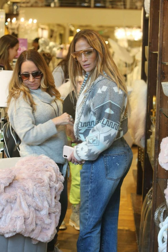Jennifer Lopez - Shopping in Beverly Hills