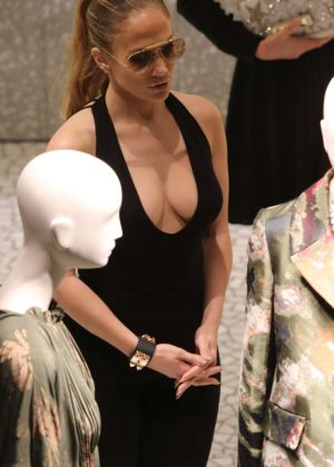Jennifer Lopez: Shopping in Miami -03