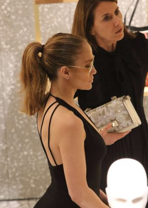 Jennifer Lopez: Shopping in Miami -06