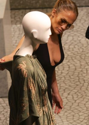 Jennifer Lopez: Shopping in Miami -11