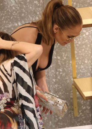 Jennifer Lopez: Shopping in Miami -13
