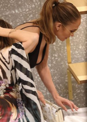 Jennifer Lopez: Shopping in Miami -18