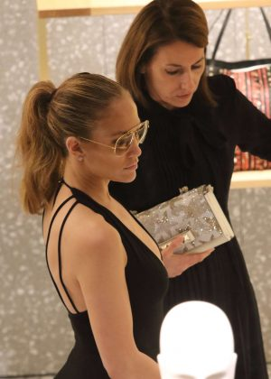 Jennifer Lopez: Shopping in Miami -21