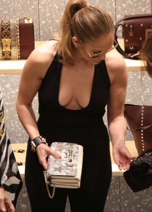 Jennifer Lopez - Shopping in Miami