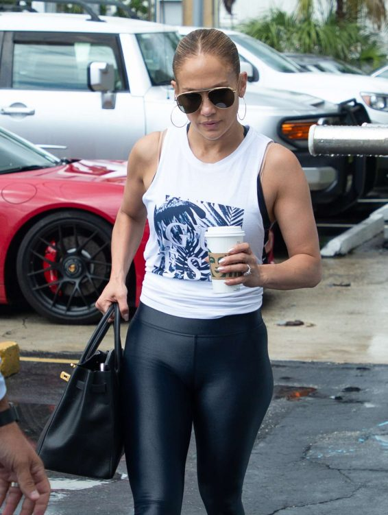 Jennifer Lopez - Spotted as she leaves the gym with boyfriend Alex Rodriguez in Miami