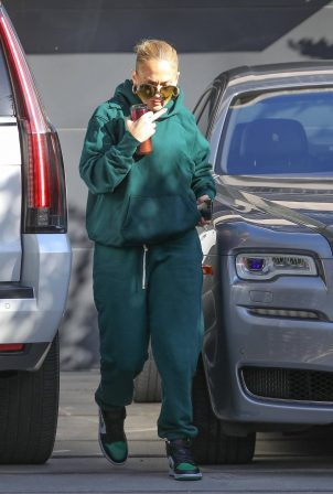 Jennifer Lopez - Spotted at the recording studio in Beverly Hills